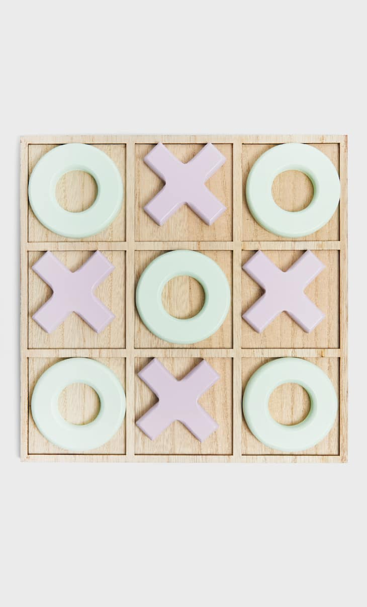 Noughts and crosses game
