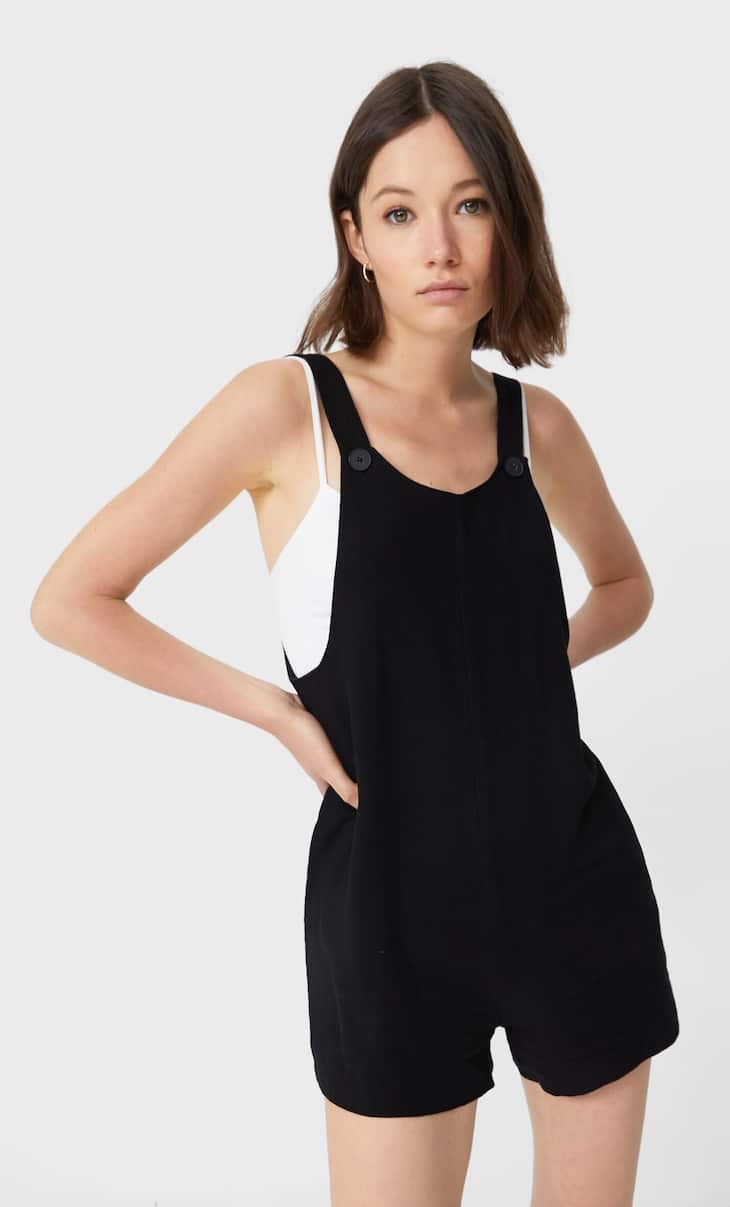 Short loose-fitting dungarees