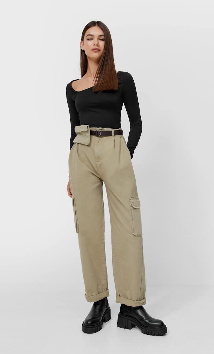 Celana panjang kargo dengan tas pinggang
