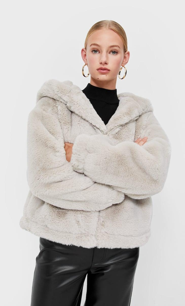Μπουφάν από συνθετική γούνα με κουκούλα