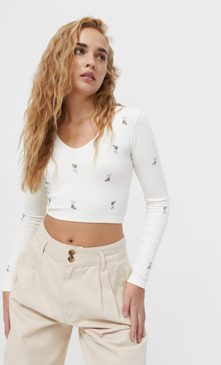 Embroidered seamless T-shirt