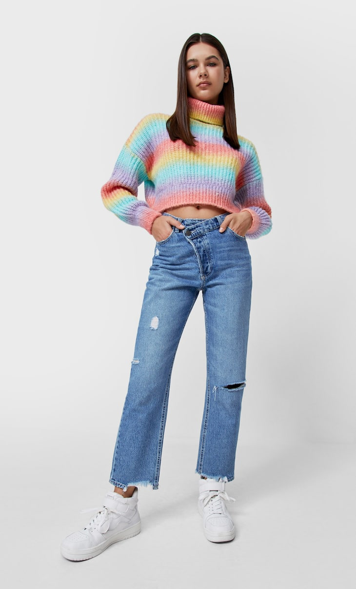 Mom fit jeans with asymmetric waistband