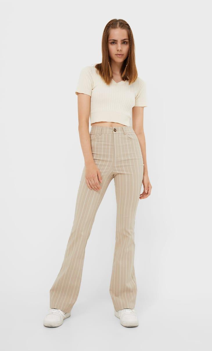 Celana panjang model berkibar dan bergaris