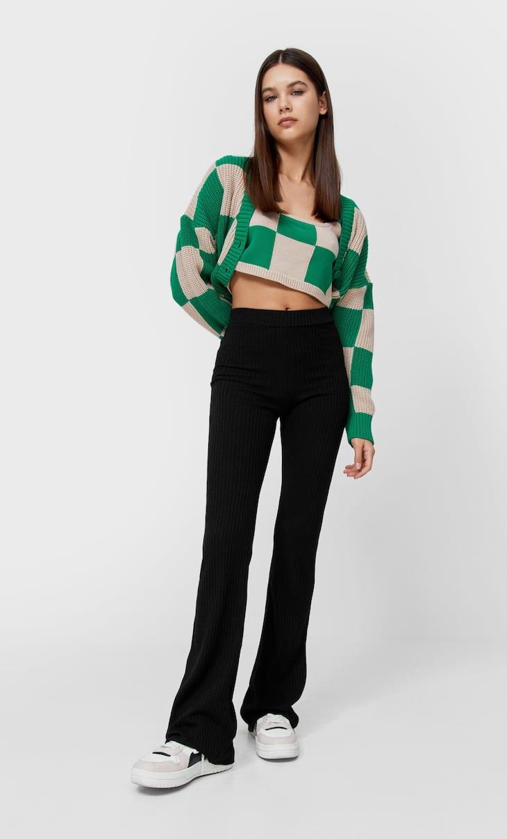 Celana panjang dengan bagian bawah melebar ribbed