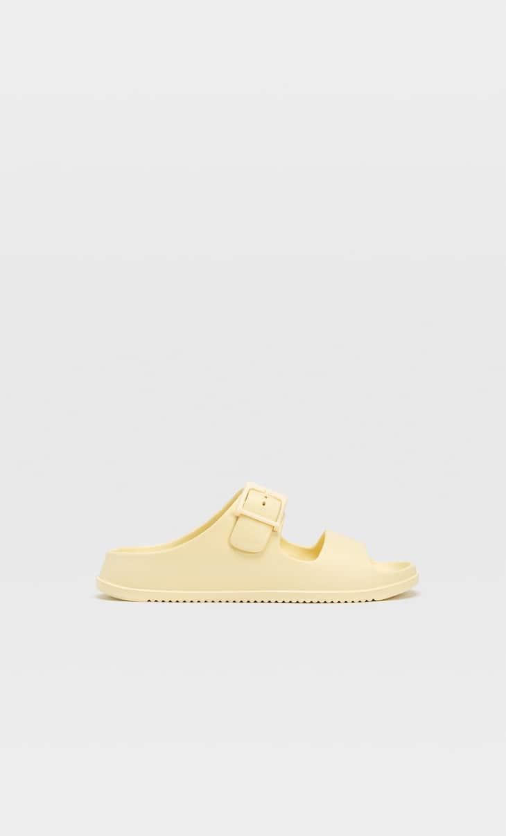 Sandales plates caoutchoutées