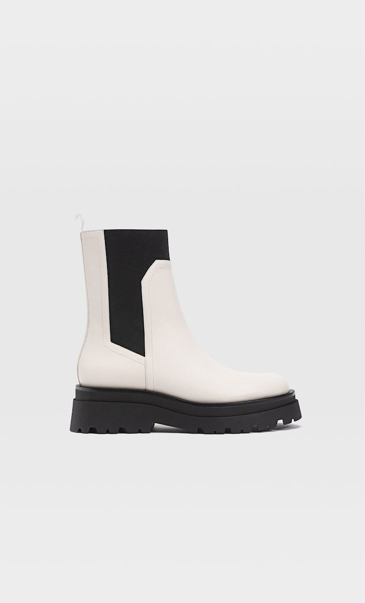 Flat elastic ankle boots with track sole