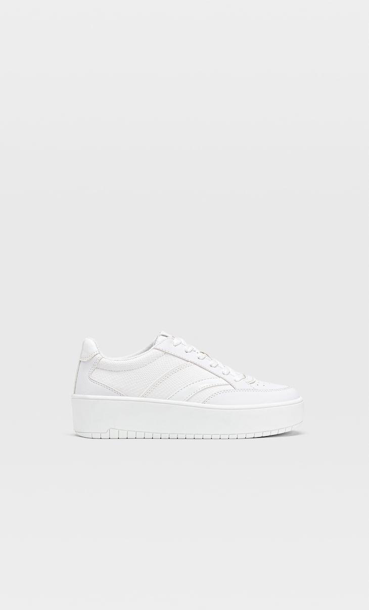 Weiße Plateau-Schuhe