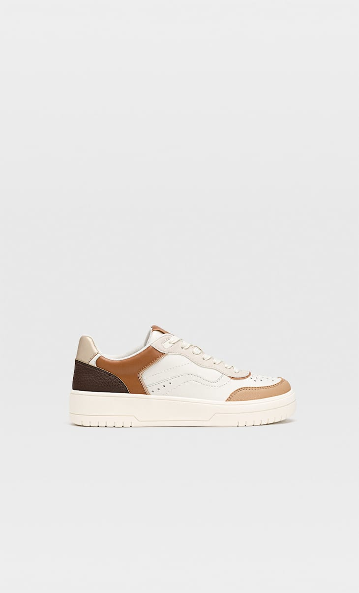 Trainers with trims