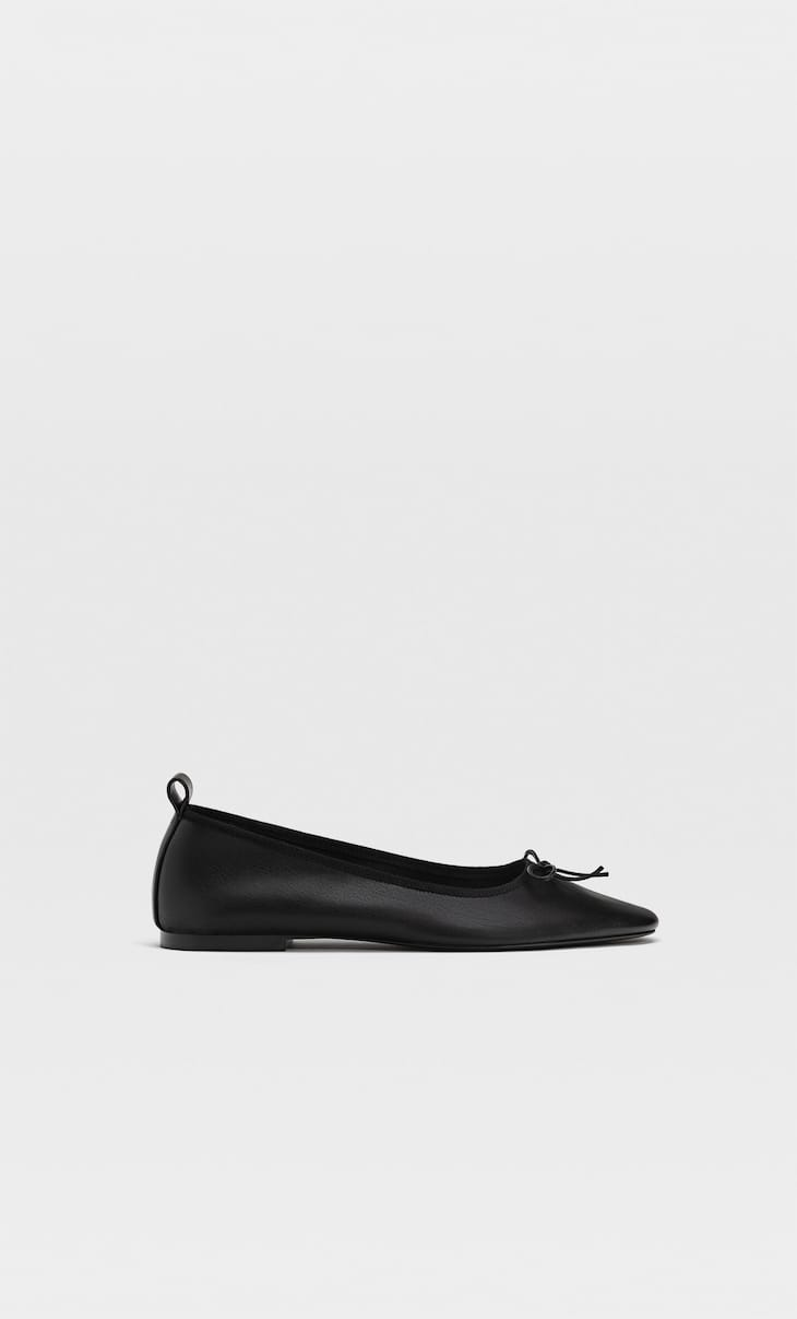 Flat ballet flats with bow detail