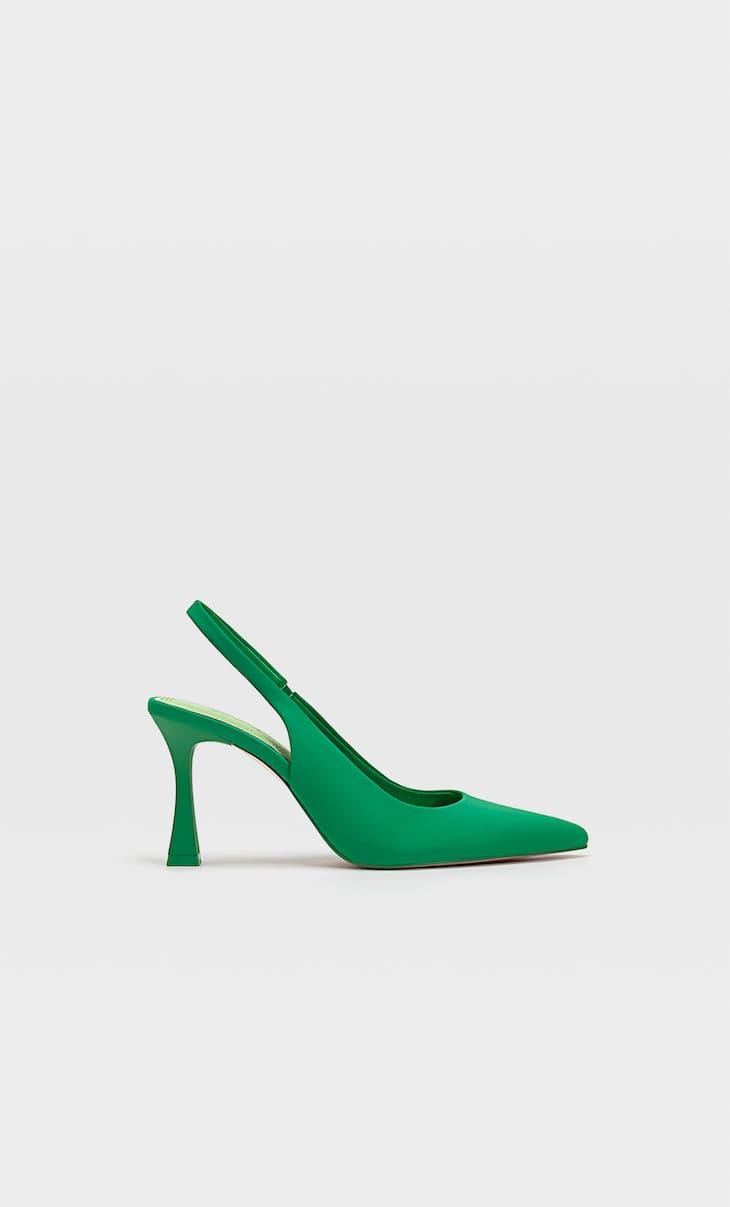 Sapato tipo mules com tacão