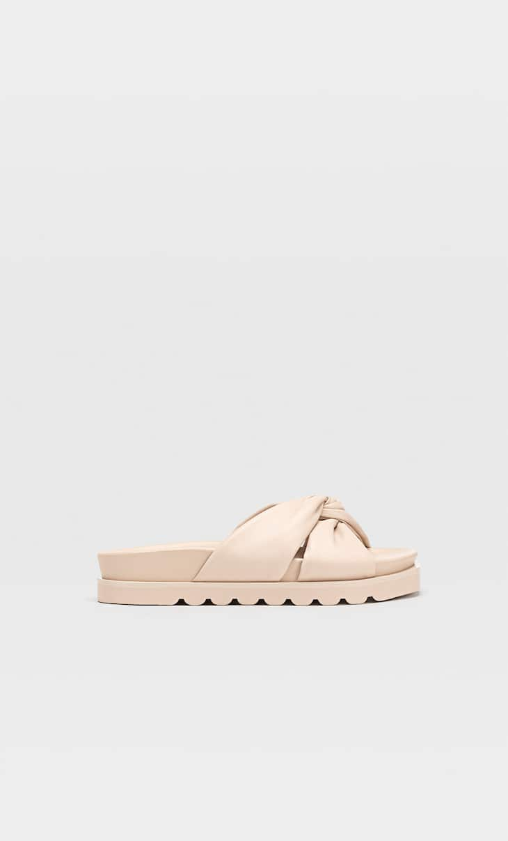 Flat crossover sandals