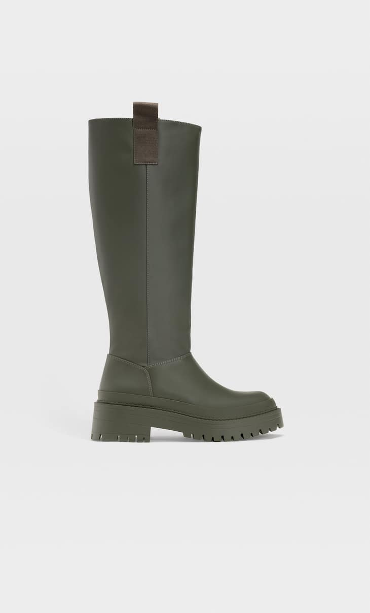 Rubberised flat boots