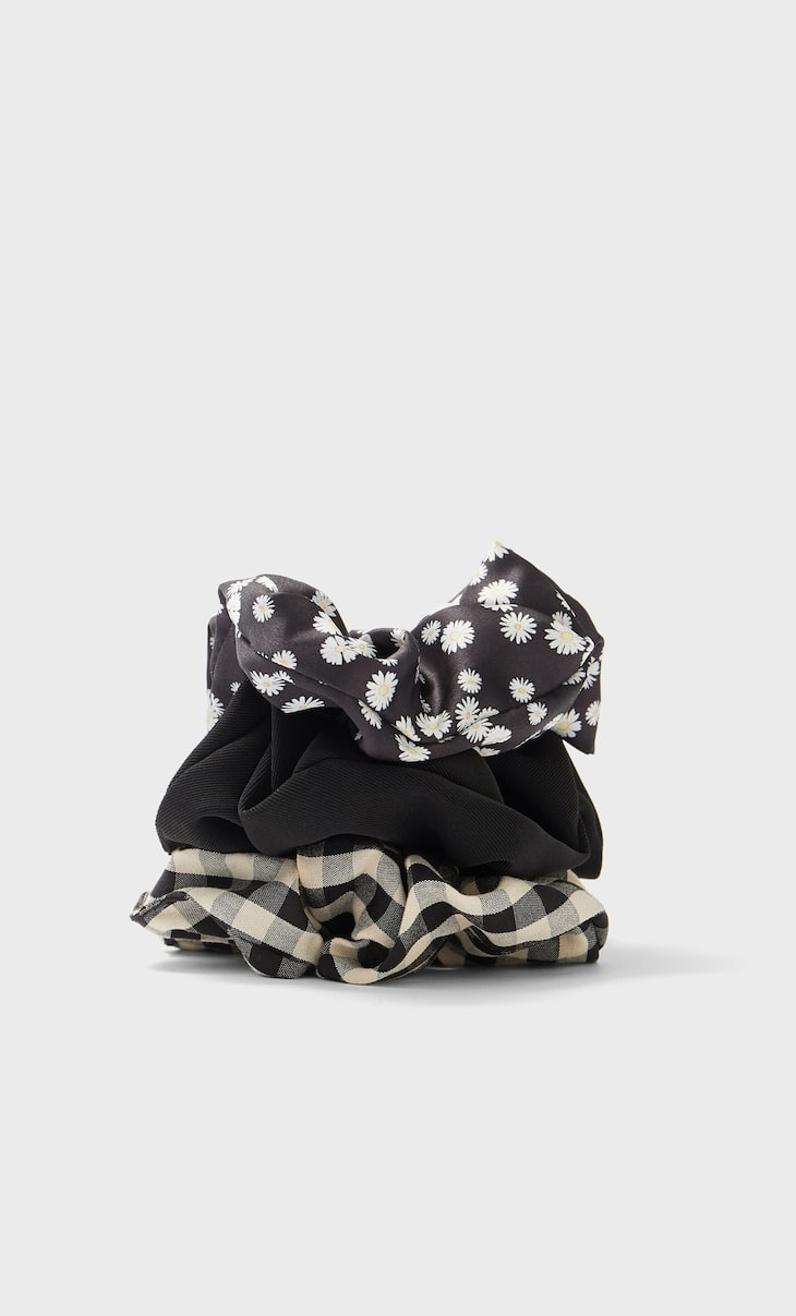 Set of 3 daisy scrunchies