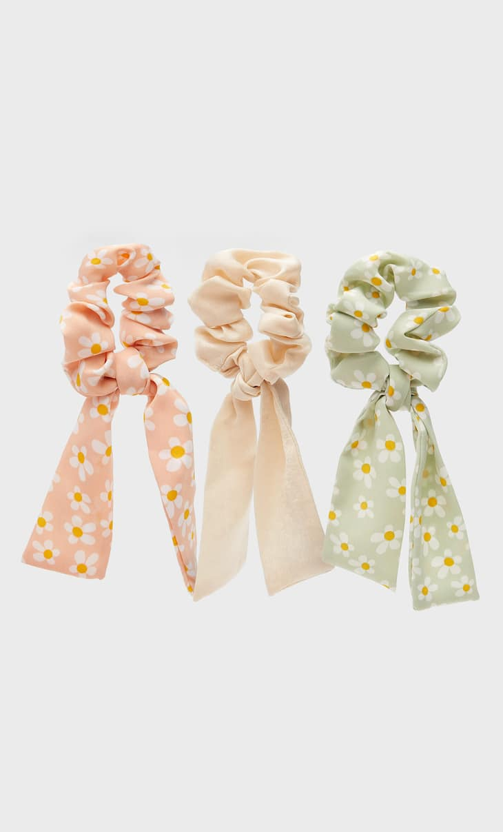 Set of 3 daisy scrunchies with bows