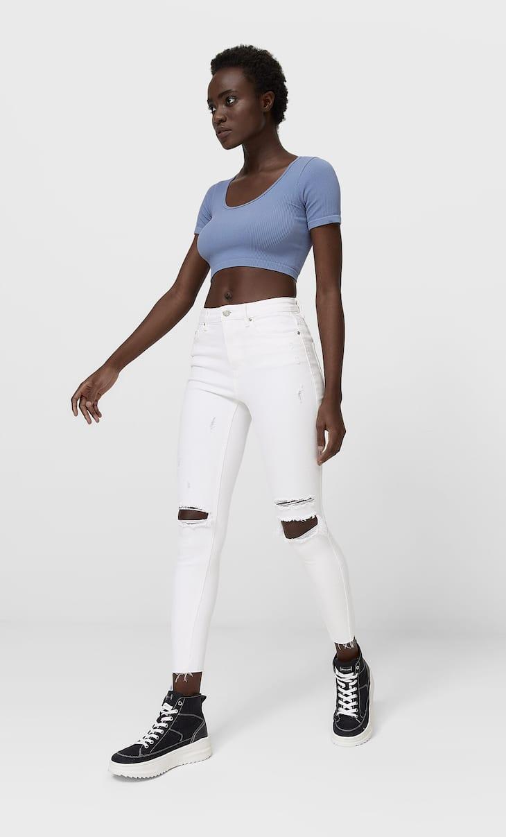 Jeans model pinggang tinggi robek