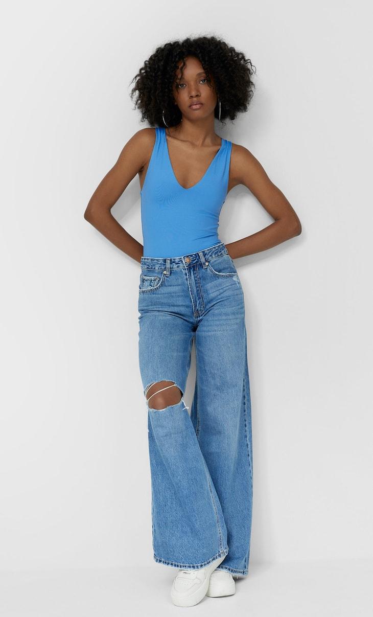 Jeans de perna larga e cintura descida
