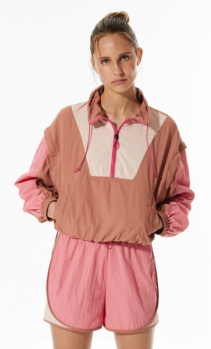 Technical anorak with detachable sleeves