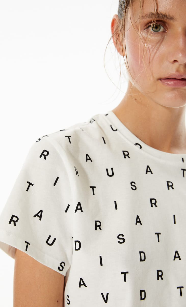 Basic short sleeve crop top with letters pattern