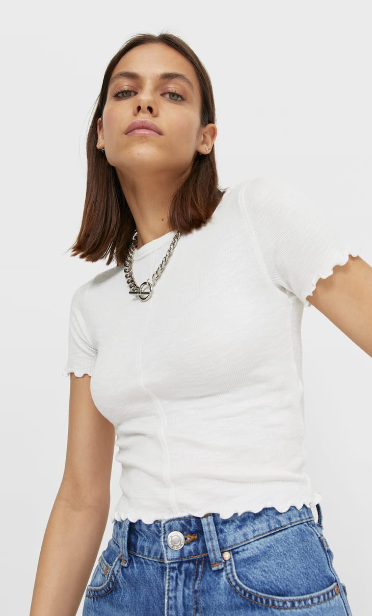Short sleeve T-shirt with seams