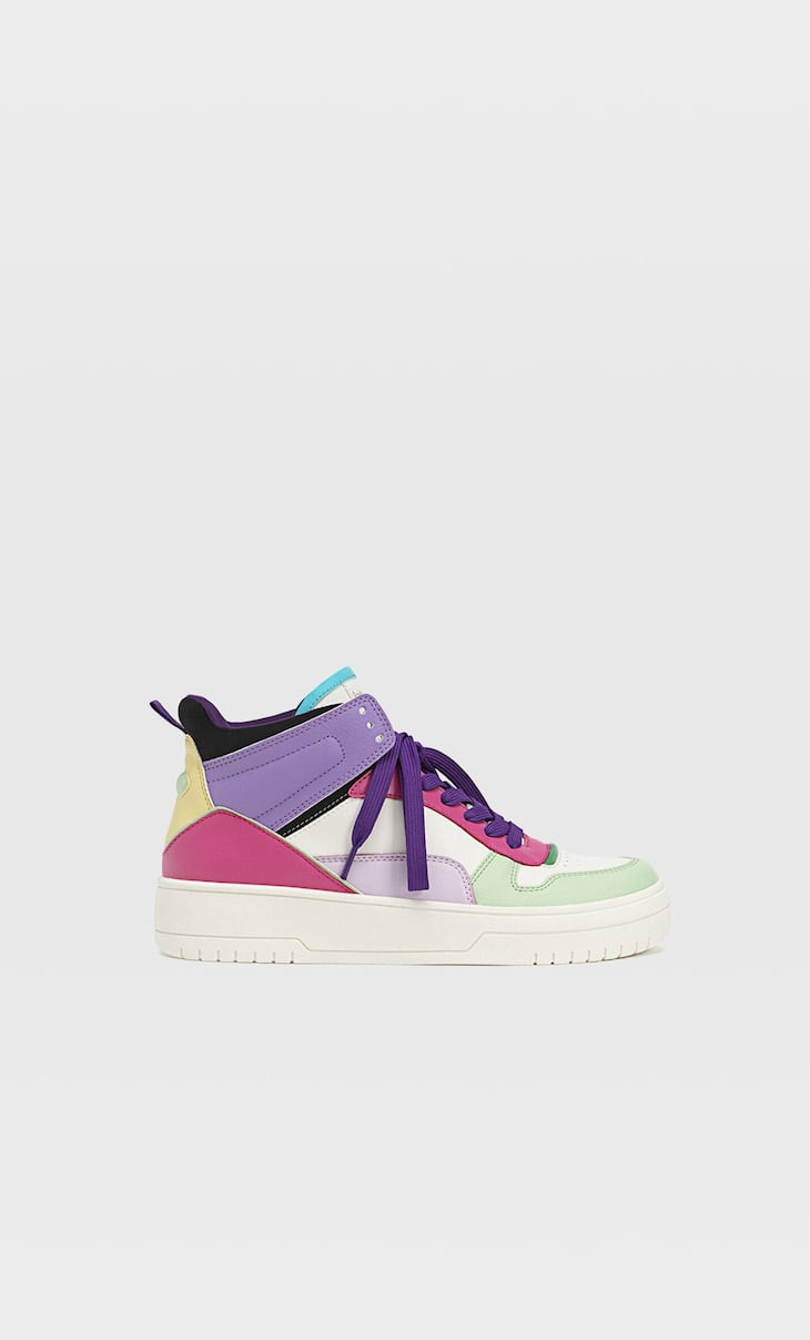 High-top trainers with decorative pieces