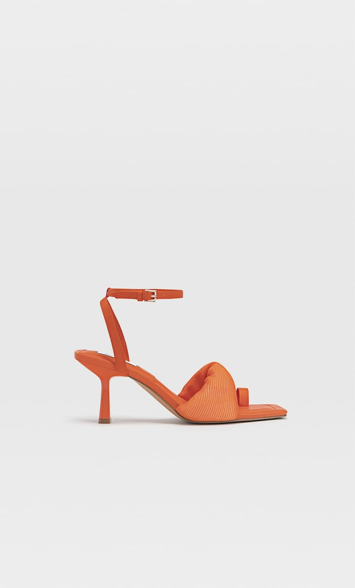 High-heel sandals with toe detail