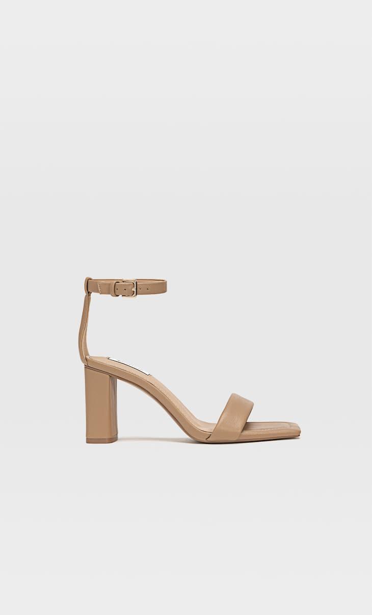 Sandales à talon avec bride matelassée