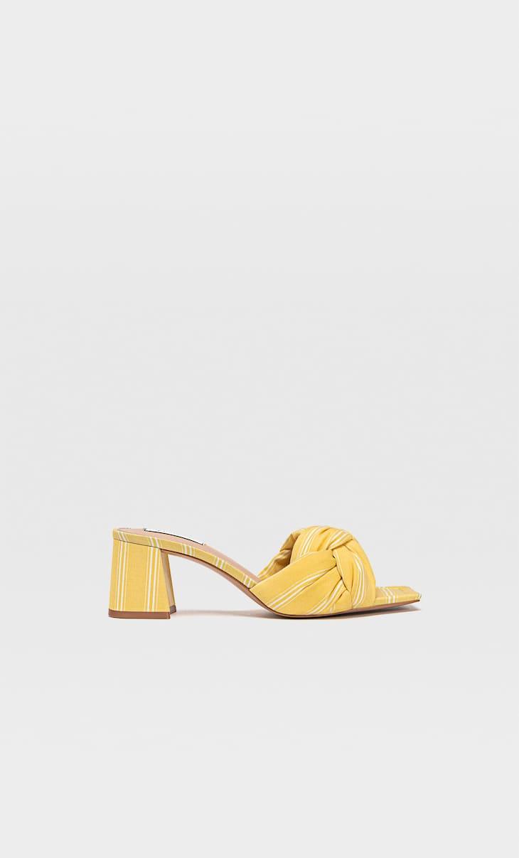 Látkové sandále na podpätku