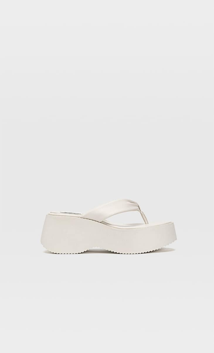 Flatform sandals with toe detail