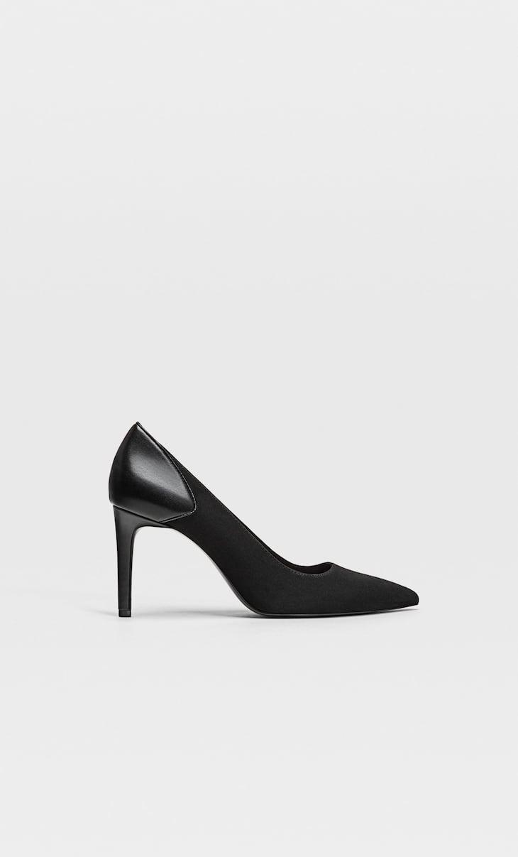 High-heel contrast shoes