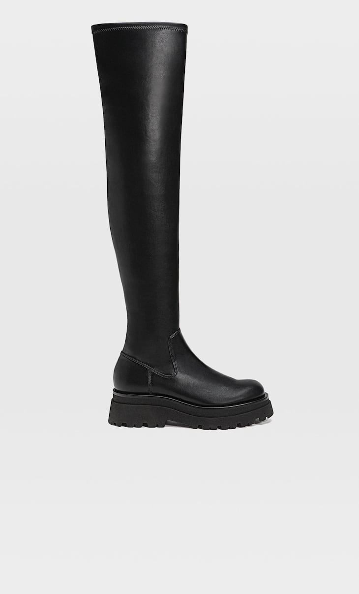 Flache Overknee-Stiefel mit Profilsohle